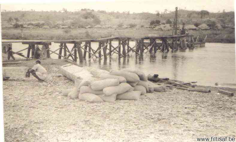 Pont sur la Lukuga